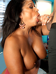 Dark-haired MILF pairing with hot stallion
