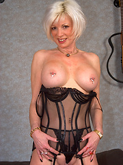 Hottest grandma you\\\\\\\'ve ever seen fucks with experience!