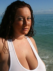 Super busty plumper aka Rosa Valentina - boobs on the beach