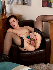 Seductive mature milf spreads open her sweet hairy pussy