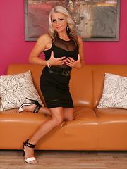 Hot blonde MILF feeling a bit naughty