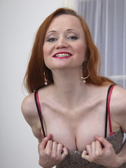 This het rod housewife loves to play alone