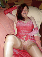 Sexy mature amateurs trying themselves in porn for the first time ever