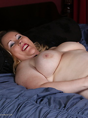 Curvy big booty American housewife getting frisky