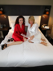 Two British mature ladies go full lesbian